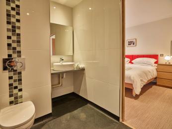 Garnet room 7 ensuite wetroom