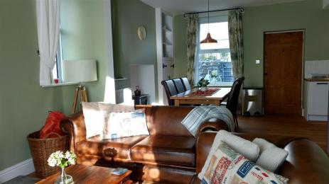 Vine Tree Cottage Lounge / Dining Area