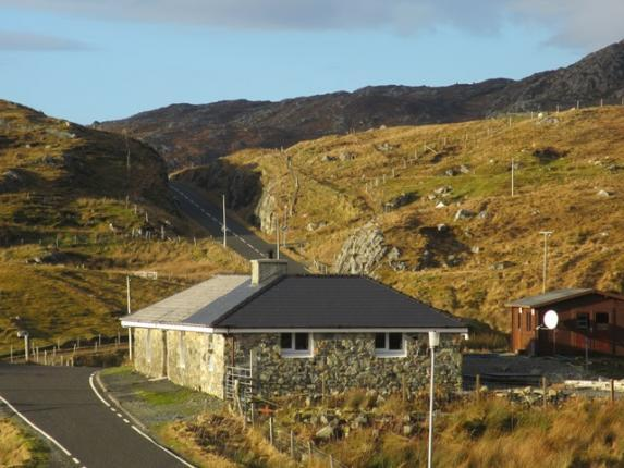 Albany Cottage is situated in the sleepy hamlet of Kyles, just 10 minutes from Tarbert