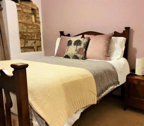 A cosy, spacious, family and dog friendly 2 bedroomed cottage sleeping 4 with scenic countryside walks from the door.