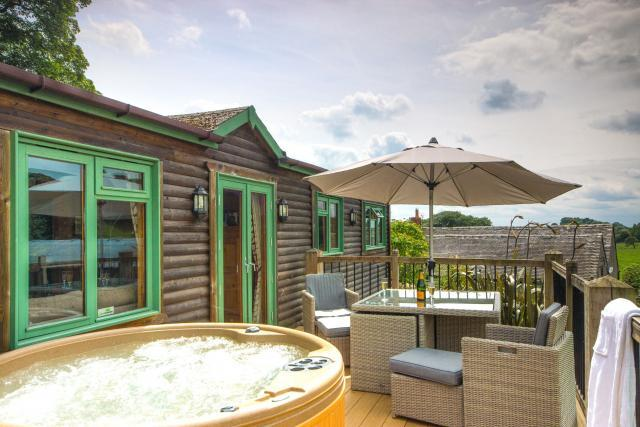 Pinder log cabin with hot tub