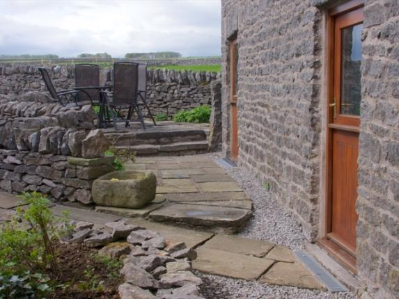 Image of the outside of Byre Cottage